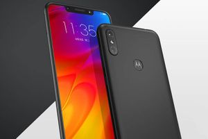 Motorola One Power - стиль iPhone X на «чистом» Android